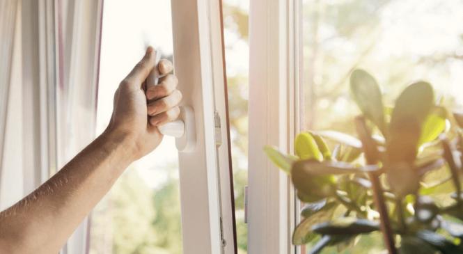 Зачем менять уплотнители на окнах