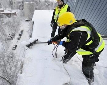 Снег на крыше — как убрать